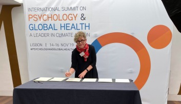 Summit on Psychology and Global Health Karen signing proclamation